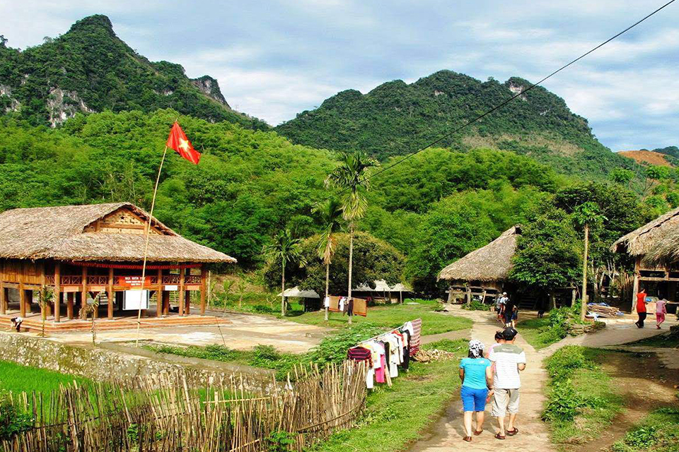 mai-chau-adventure-2-days-group-tour-4