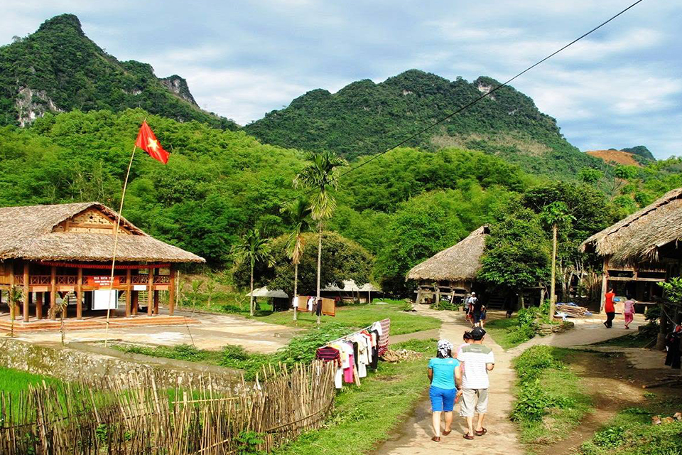 mai-chau-2-days-classic-group-tour-2