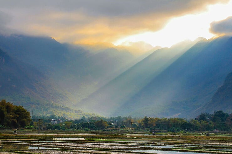 mai-chau-in-sunrise