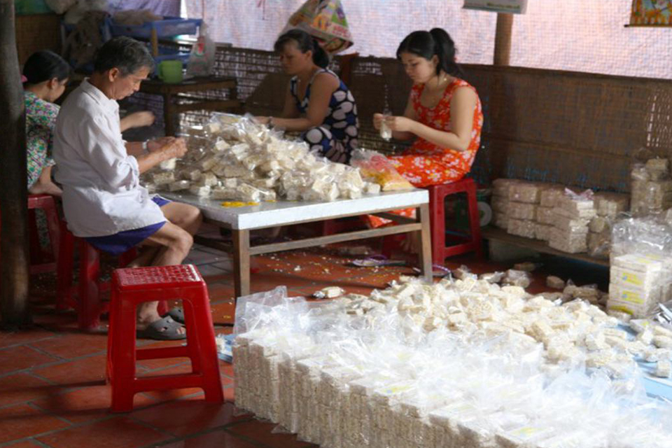 mekong-delta-puffed-rice -candy-factory