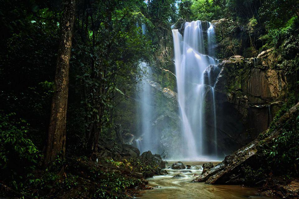 mok-kah-waterfall