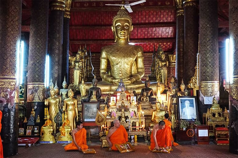 highlights-of-laos-cambodia-9-days-monk-tempel-luang-prabang-8