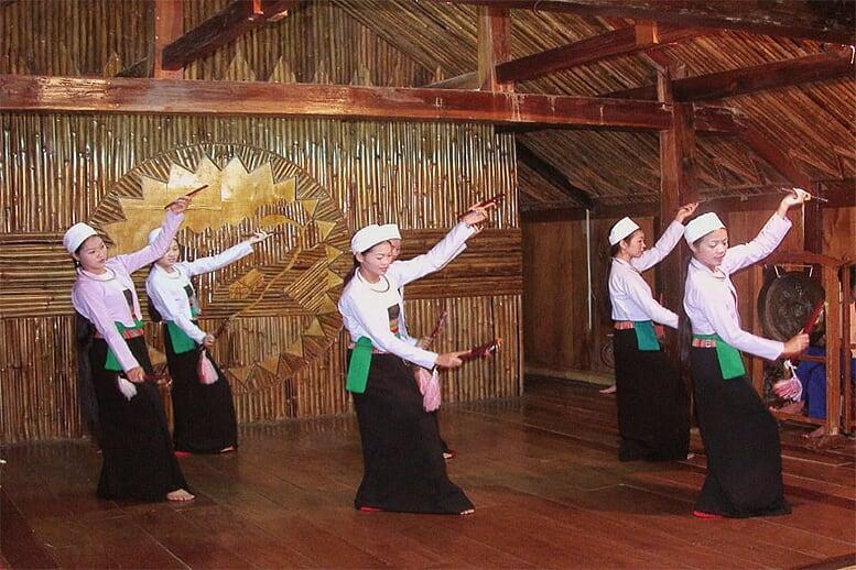 northern-viet-nam-laos-13-days-muong-dancing-14