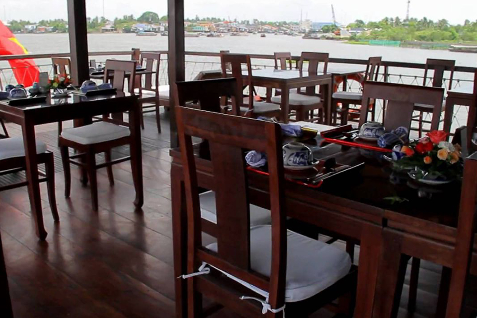 outside-dinning-room-mekong-delta-3day-tour-by-speedboat-4