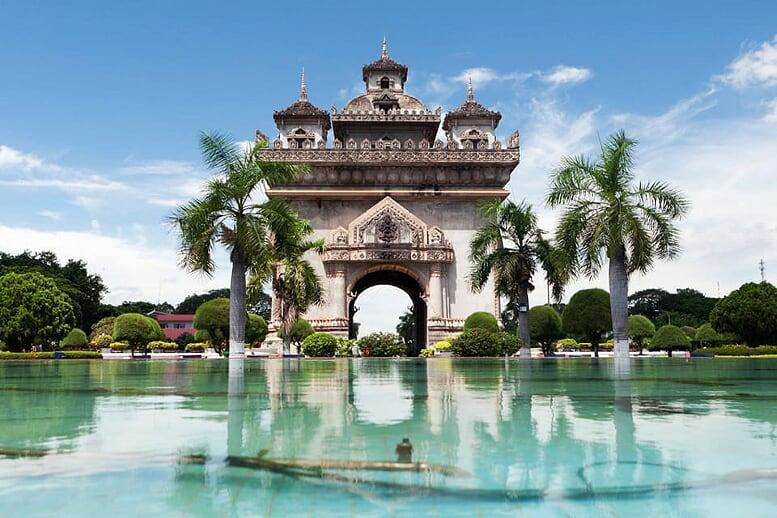 northern-viet-nam-laos-13-days-patuxai-15