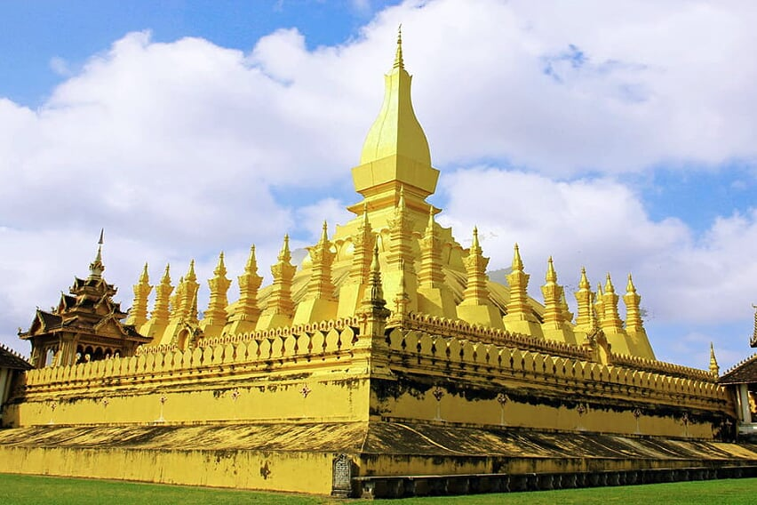 explore-vietnam-laos-15-days-pha-that-luang-9