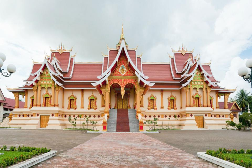 pha-that-temple-in-vientiane-laos