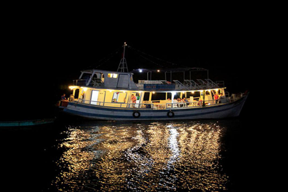 phu-quoc-night-fishing-sunset-BBQ&night-squid-fishing-in-phu-quoc-1