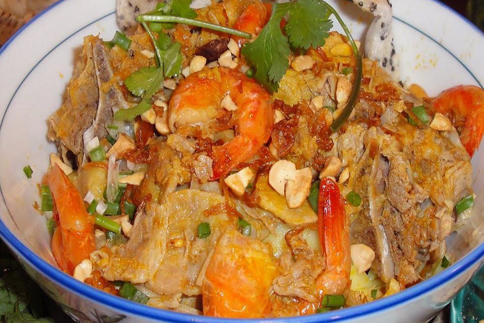 quang-noodle-vietnam-culinary-12-days