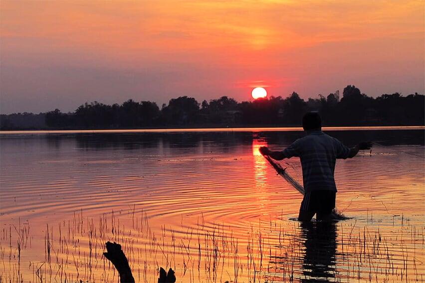 thailand-laos-discovery-23-days-sun-set-nam-song-river-11