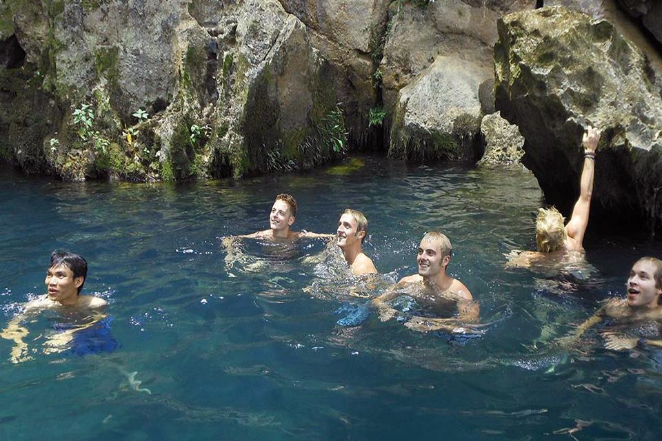 960-swimming-in-phong-nha-cave