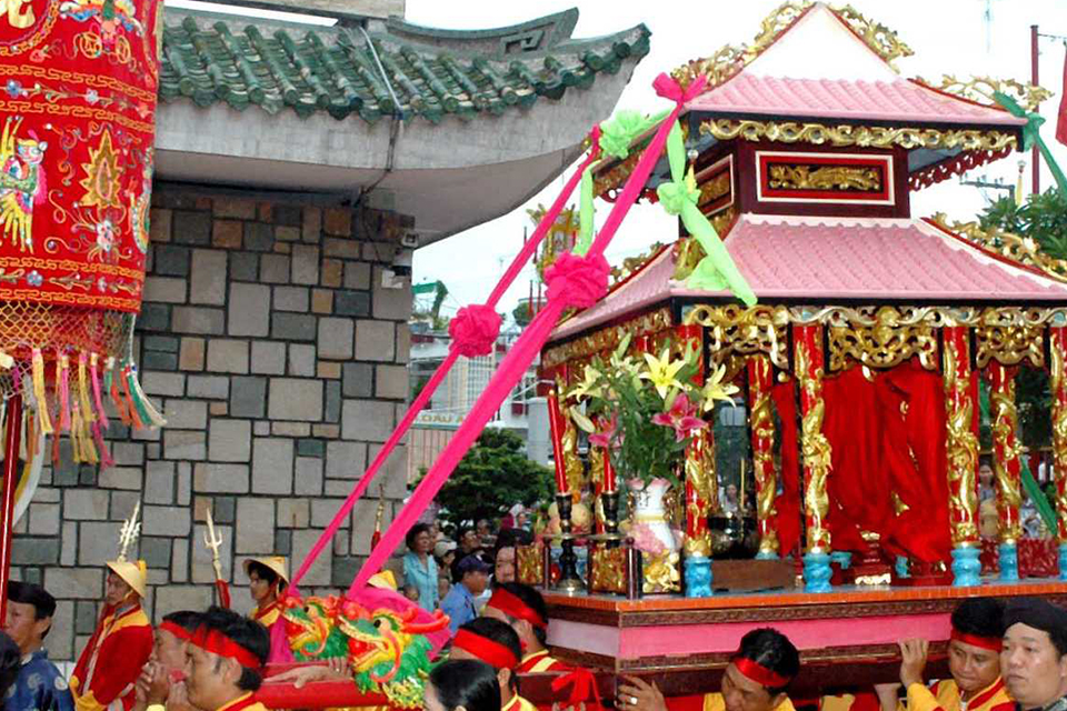 thanh-chuong-palace-giong-temple-half-day-3
