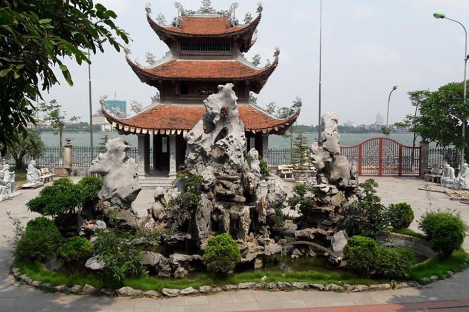 van-nien-pagoda-the-insider's-hanoi-by-vespa-3