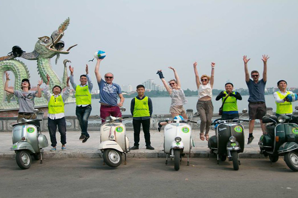 west-lake-the-insider's-hanoi-by-vespa-4