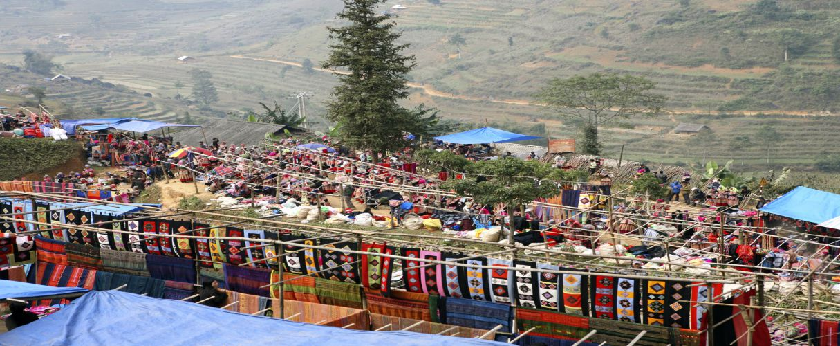 Can Cau - Bac Ha market tour 2D3N by train
