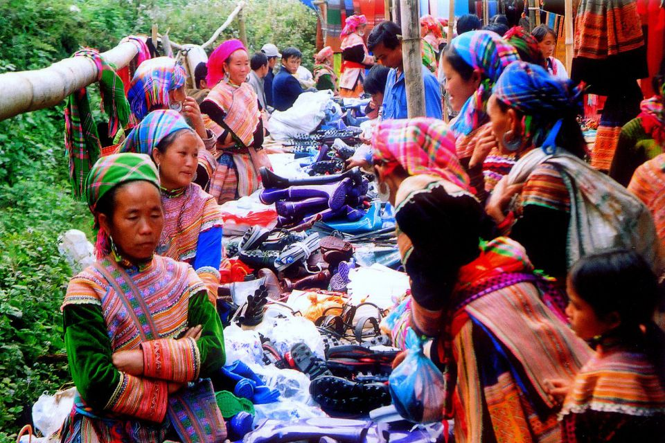 can-cau-bac-ha-market-tour-2d3n-by-train-2