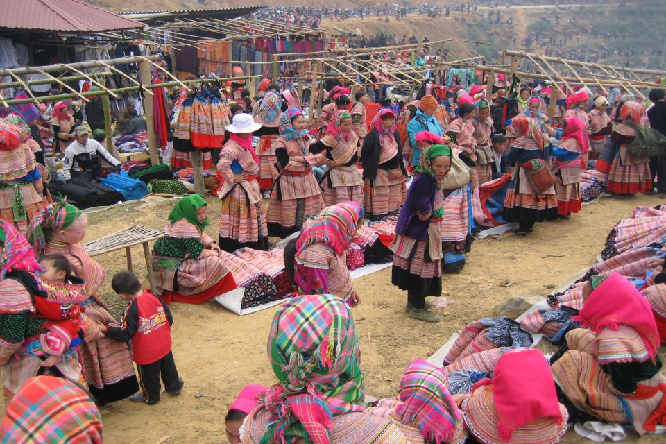 can-cau-bac-ha-market-tour-2d3n-by-train-4