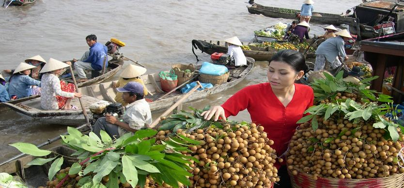 Explore Cai Be - One of the most famous floating markets in Mekong Delta