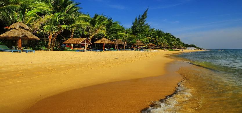 Duong Dong beach and Cau temple - two nearby impressive spots in Phu Quoc