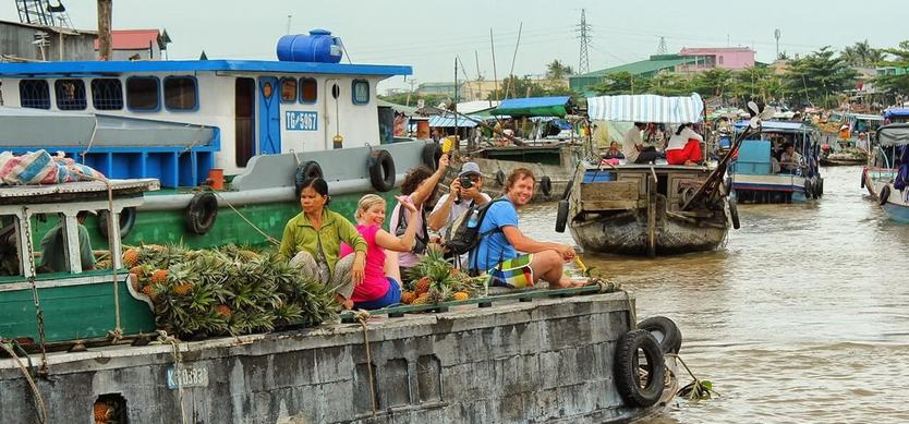 Top 6 most famous floating markets in Mekong Delta you should go