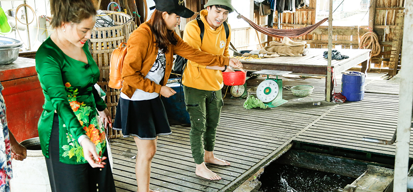 Joyfully discover the unique floating fish farms in Chau Doc, An Giang