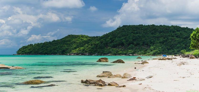 Explore the pristine Ong Lang Beach