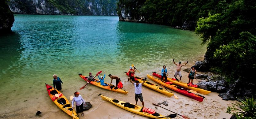 Top 6 must-do things for tourists in Halong Bay