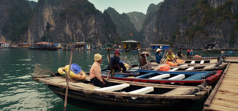 Ba Hang fishing village - One of the most famous places you must see in Halong Bay