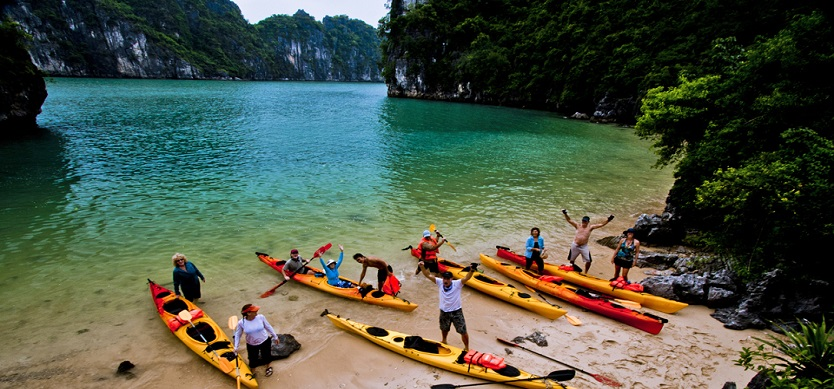 Kayaking to explore Halong bay