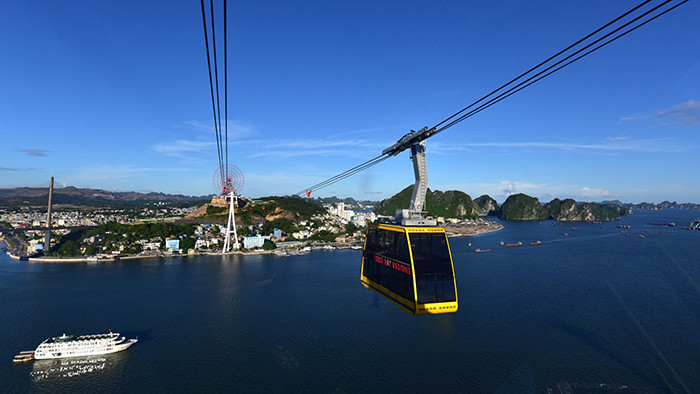 The cable car through the sea