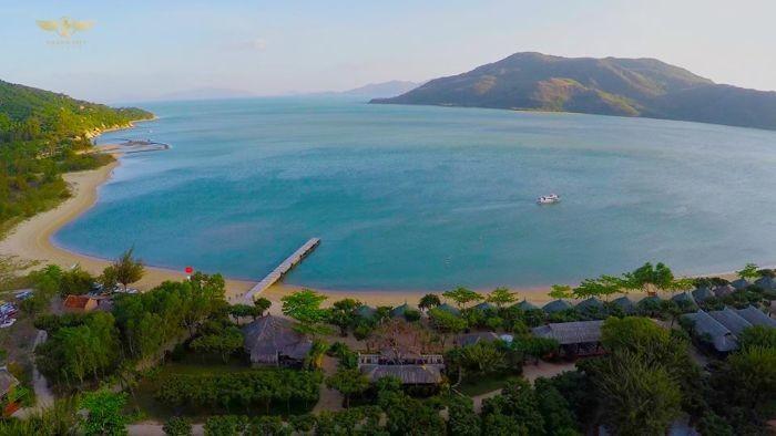 Halong Bay or Nha Trang Bay? What is the better choice?