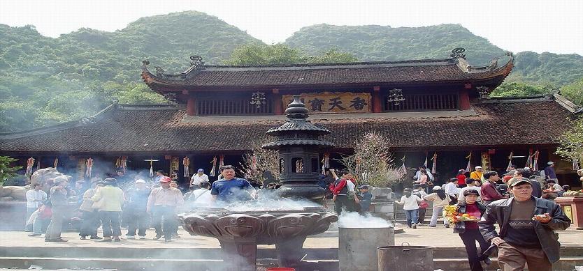 Yen Tu Festival – The pilgrims' journey to the Buddhist Land