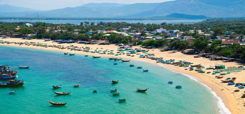 Admire the best beaches in Vietnam