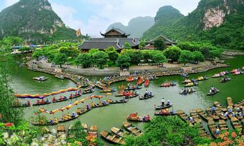 Visit Trang An Complex- A mixed natural and cultural world heritage in Ninh Binh, Vietnam