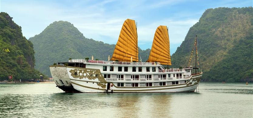 7 necessary things to bring when taking Halong Bay cruise