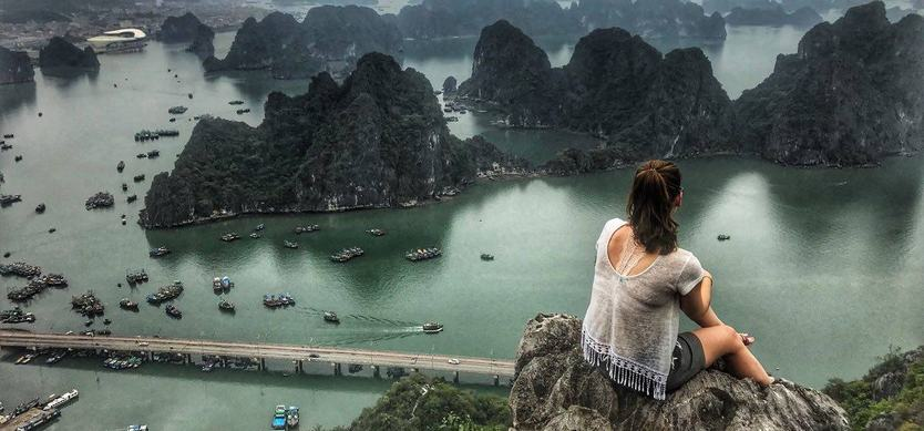 Admire a gorgeous Halong Bay from Bai Tho Mountain