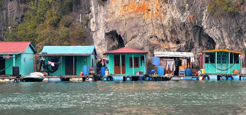 fr-Explore Cua Van - the most famous fishing village in Halong Bay