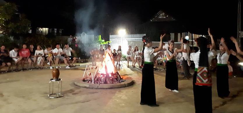 Experiencing the campfire in Lac village, Mai Chau
