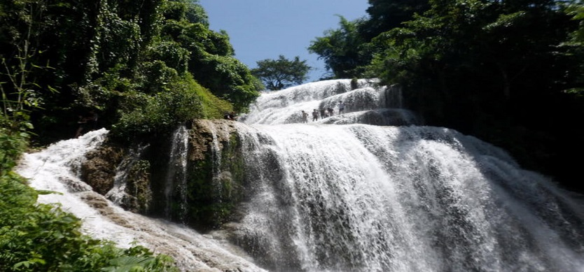 Go Lao waterfall - the highlight between heaven and earth