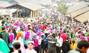 Lung Khau Nhin Market