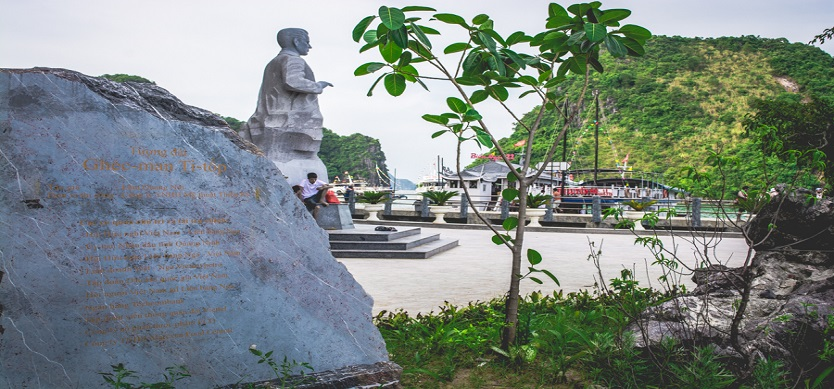 Statue of Soviet cosmonaut Titov revealed in Halong Bay