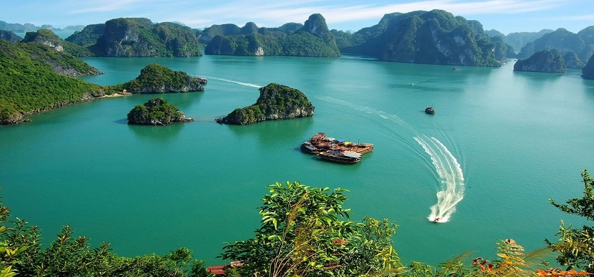 The Necessary Things in Halong for Traveling