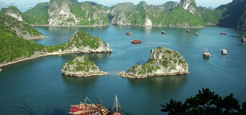 What makes Halong Bay worthy of a UNESCO World Heritage Site?