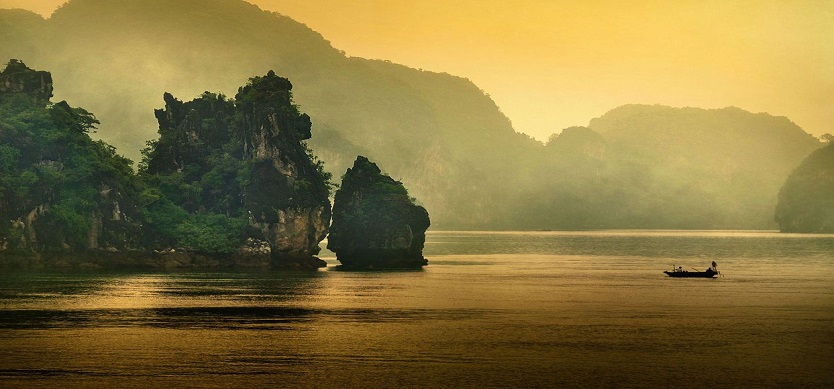 Where is Halong Bay on Vietnam tourist map