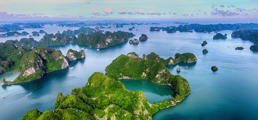 Best guides to have a safe and comfortable flight to Halong Bay from Saigon