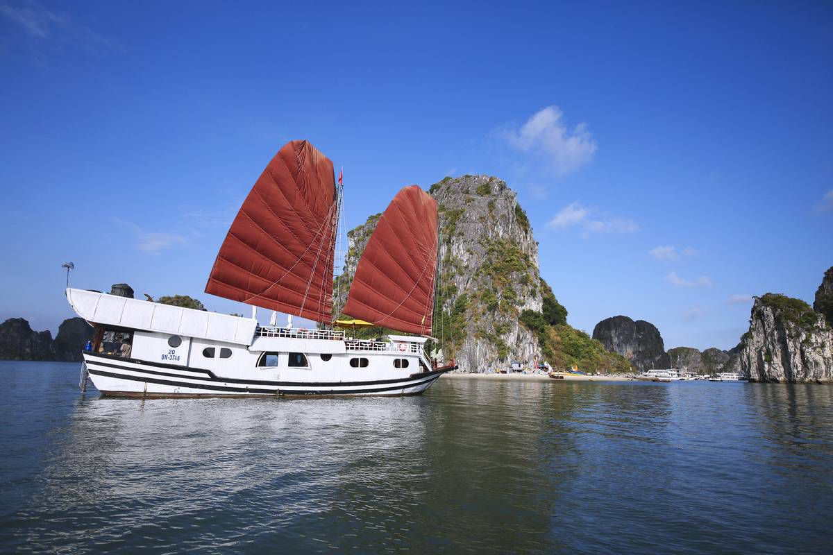 Dragon Bay cruise full day tour from Halong