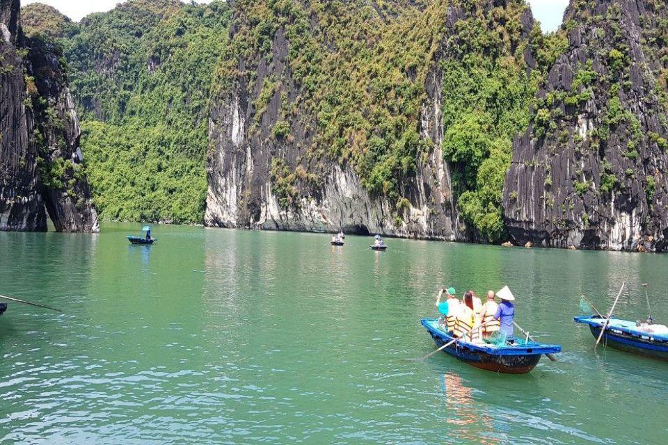 vi-bamboo-boat