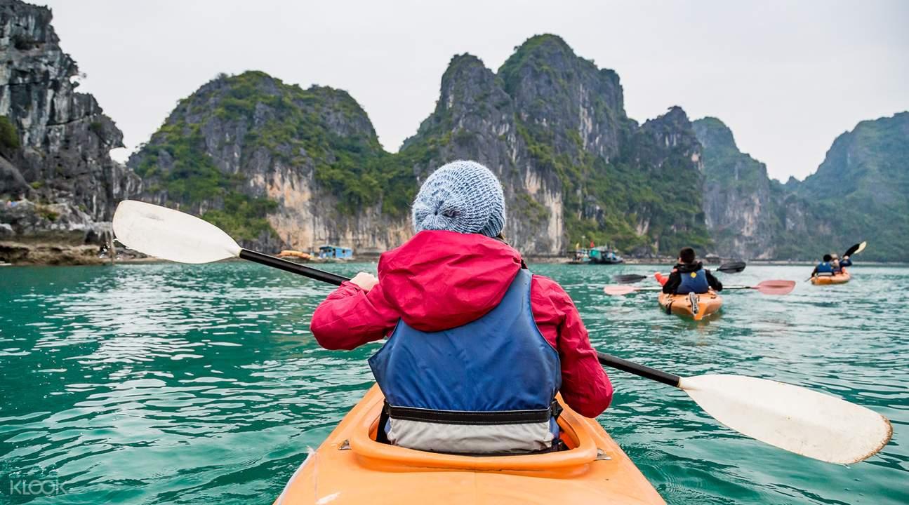 halong-kayaking