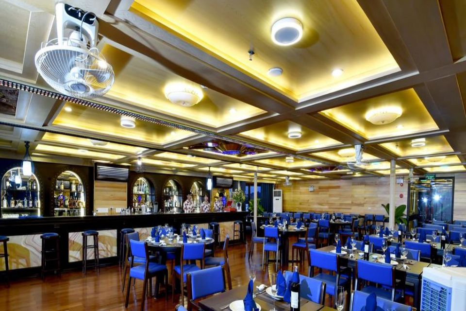 restaurant-oasis-bay-party-cruise-luxury-boat