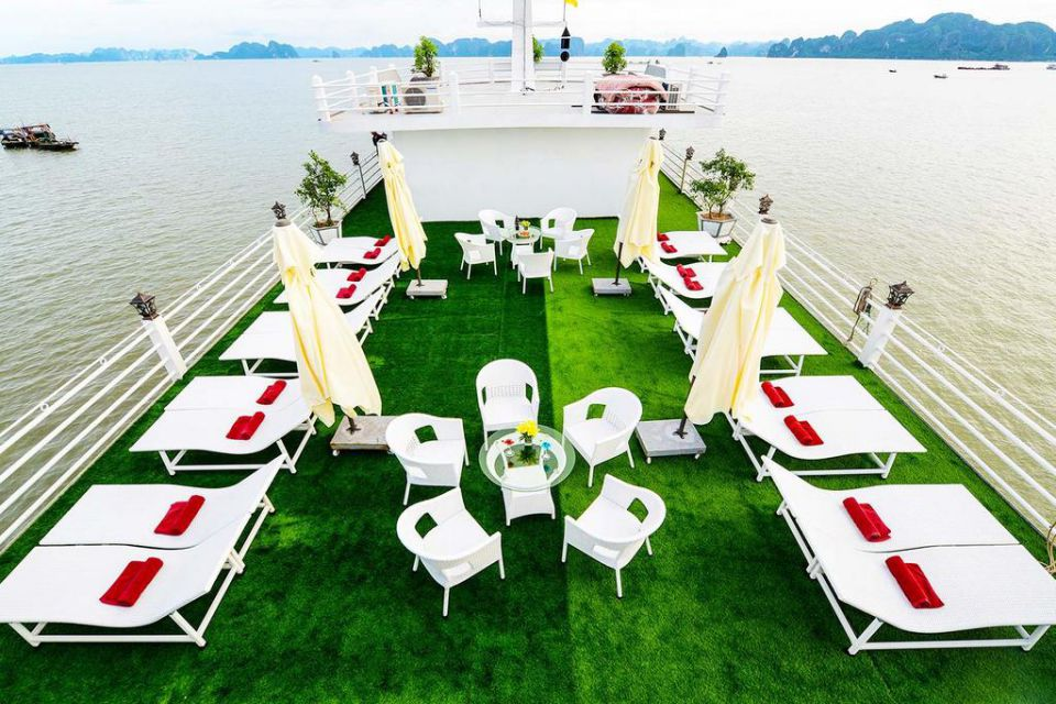 sun-deck-halong-silversea-palace-cruise-2-days-1-night-4